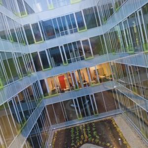 Ciekawa architektura budynku wydziałów lingwistycznych przypadła do gustu nie tylko jego użytkownikom, ale i mieszkańcom miasta – w plebiscycie na gmach przyjazny Warszawie, Dobra 55 zdobyła pierwsze miejsce. fot. M. Kaźmierczak