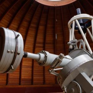 Ta ogromna przeciwwaga to element, który stabilizuję teleskop używany przez astronomów w stacji obserwacyjnej w Ostrowiku. Fot. K. Ulaczyk