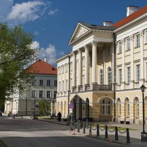 Pałac Kazimierzowski pełnił rolę królewskiej willi. Mieściła się w nim też Szkoła Rycerska, a w czasie wojen napoleońskich szpital wojskowy. Dziś w budynku urzędują władze uczelni. Fot. M. Kaźmierczak.