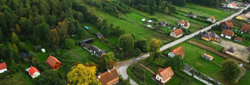 Stacja hydrobiologiczna UW mieści się w miejscowości Pilchy, w niewielkiej odległości od jeziora Roś. Otaczają ją pola i lasy. Fot. K. Trela