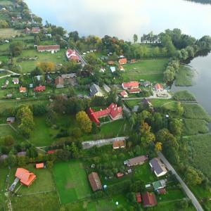 Stacja naukowa w Sajzach służy przede wszystkim jako baza do terenowych zajęć dydaktycznych z biologii i ekologii, ale od lipca korzystać można tam też z pokoi gościnnych i domków kempingowych. Fot. K. Trela