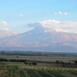 Widok na wygasły wulkan Aragac, fot. K. Jakubiak