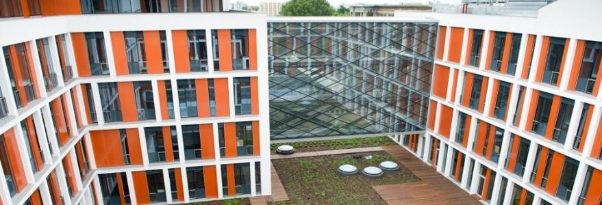 Na Ochocie wykańczane są też dwa inne budynki. Pierwszy z nich to Wydział Fizyki, gdzie będą prowadzone programy edukacyjno-badawcze w zakresie fizyki i nauk pokrewnych. Fot. M. Kaźmierczak