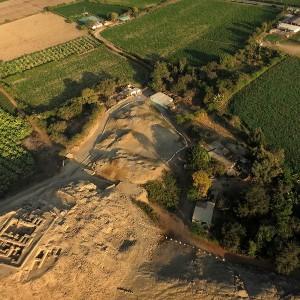Mauzoleum i przyległy pałac prekolumbijski w Castillo de Huarmey podczas prac wykopaliskowych. Zdjęcie wykonano przy pomocy z drona.