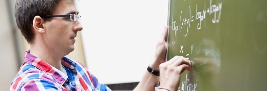 Student przy tablicy