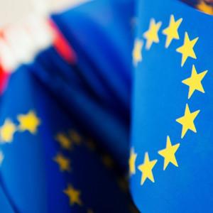 1 maja 2004 r. Polska dołączyła do Unii Europejskiej. Od tego czasu Uniwersytet z powodzeniem korzysta z możliwości, jakie daje członkostwo naszego kraju w UE. Kwota dofinansowania, jaką uczelnia otrzymała na projekty inwestycyjne i edukacyjne tylko z funduszy strukturalnych przekroczyła już 1,2 mld zł.