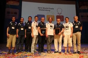 Drużyna UW po ogłoszeniu wyników finałów konkursu ACM ICPC