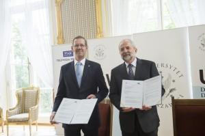 podpisanie umowy z tvp (10.07.2014)