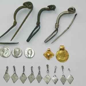 Zabytki z IV w. n.e. odnalezione w Jaskini Wisielców (fot. A. Bursche).