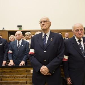 """Żołnierze grupy bojowej """"Krybar"""", którzy w czasie Powstania Warszawskiego walczyli na terenie kampusu głównego UW."""
