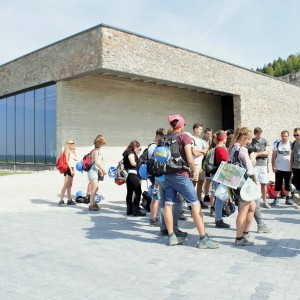 Studenci geologii po pierwszym roku odbywaja w Chęcinach obowiazkowe praktyki terenowe.