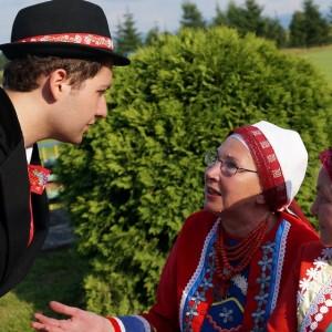 Mieszkańcy Wilamowic w tradycyjnych strojach, fot. J. Olko.
