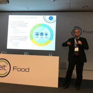 Prof. Krzysztof Klincewicz podczas walnego zgromadzenia członków EIT Food. Źródło: Konto twitterowe Petera Jensa.