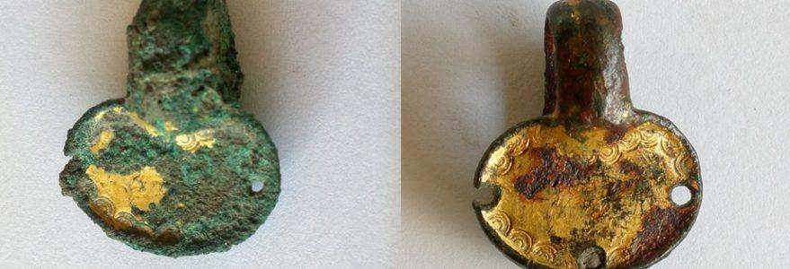 Wisiorek znaleziony w czasie wykopalisk w Novae. Fot. M. Lemke.