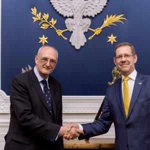 Prof. Leszek Borysiewicz, rektor (vice-chancellor) Uniwersytetu w Cambridge, i prof. Marcin Pałys, rektor UW.