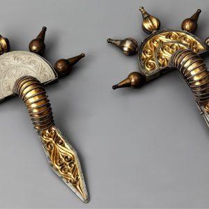 Pozłacane zapinki srebrne ze skarbu odkrytego w Świelinie, fot. G. Solecki, A. Piętak.