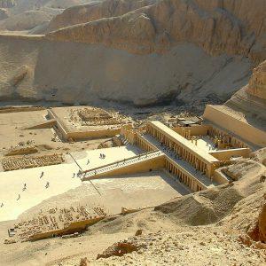 Deir el-Bahari. Tarasowa świątynia Hatszepsut. Fot. W. Jerke.