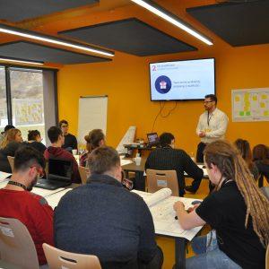 Uczestnicy BraveCamp podczas warsztatów. Fot. Inkubator UW