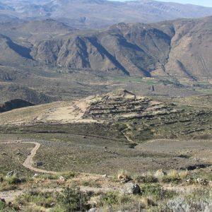 Maucallacta (3700 m n.p.m., gmina Pampacolca) - inkaskie centrum kultu Świętej Góry Coropuna. Fot. archiwum OBP UW
