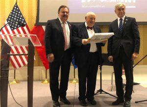 Prof. Władek Minor podczas uroczystości wręczenia nagrody UW-AFUW. Fot. Twitter.com/Embassy of Poland US