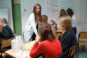 Przedstawiciele Szkoły Edukacji UW podczas VIII Ogólnopolskiej Nocy Biologów. Fot. Szkoła Edukacji UW