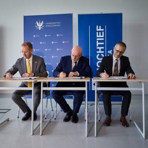 Podpisanie umowy z generalnym wykonawcą II etapu budynku przy ul. Dobrej 55, 6 czerwca 2019 r. Fot. K. Szczęsny