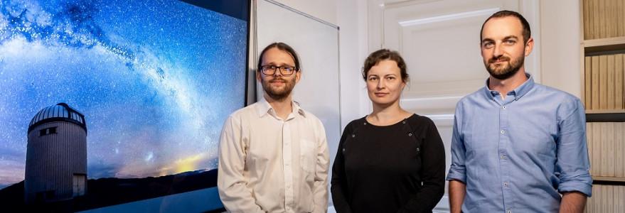 Astronomowie z UW, którzy stworzyli trójwymiarową mapę Drogi Mlecznej: dr Jan Skowron, dr Dorota Skowron, dr Przemysław Mróz.