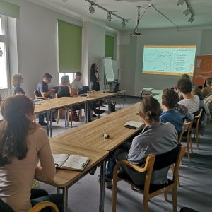 Dr Michela Gaudiello prezentująca polskim naukowcom założenia badawcze projektu w Etiopii podczas seminarium CAŚ UW. Fot. A. Szulc-Kajak