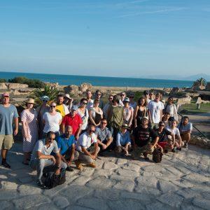 Uczestnicy szkoły letniej i jej wykładowcy oraz ekipa wykopaliskowa na wycieczce w Kartaginie. Fot. M. Mackiewicz