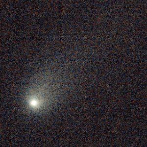 Zbliżenie pokazujące jądro komety 2I/Borisov z otoczką gazową i warkoczem. Fot. K. Rybicki, Sz. Kozłowski/OGLE.