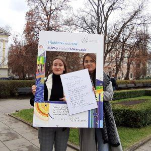 Maja Szmagaj, Weronika Ciochoń, studentki Wydziału Dziennikarstwa, Informacji i Bibiologii
