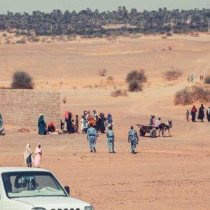 Mieszkańcy okolicznych miejscowości zmierzający na Dzień Otwarty w Dongoli (Fot. M. Rekłajtis)