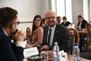 Dr hab. Maciej Duszczyk podczas inauguracyjnego posiedzenia KPN, 9 czerwca 2020. Fot. MNiSW.