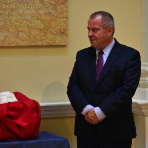 Uroczystość przekazania maski pośmiertnej Jerzego Giedroycia, 14.09.2020. Fot. Piotr Elwertowski, SEW UW.