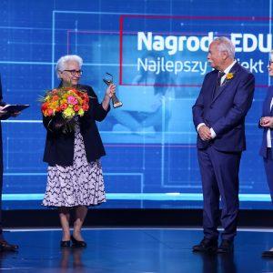 Sylwia Salamon, kierownik BWZ UW i uczelniany koordynator programu Erasmus+ podczas odbierania nagrody EDUInspiracji dla UW. Fot. Krzysztof Kuczyk/FRSE.