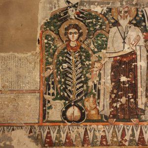 Inskrypcja kommemoratywna opata Makarego napisana w wersji koptyjskiej i syriackiej, z towarzyszącym przedstawieniem świętego Makarego. Fot. Karel Innemée.