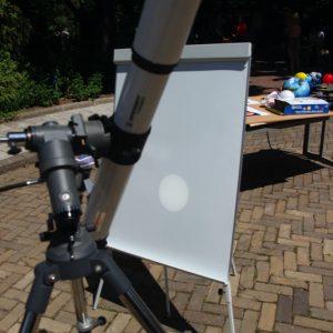 Obserwacje częściowego zaćmienia Słońca w OA UW. Fot. Ewa Zegler-Poleska.