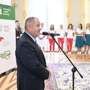 prof. Alojzy Z. Nowak, rektor UW i prezes AZS.