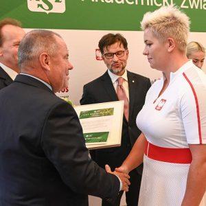 Anita Włodarczyk ─ zdobywczyni złotego medalu w rzucie młotem.